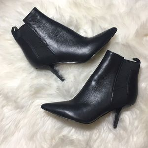 Woman ankle black boot 6.5